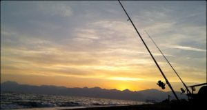 antalyada kıyıdan balık avı zamanı