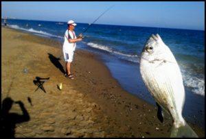 Antalyada-kıyıdan-balık-avı-zamanı-3-300x218 Antalya'da Balık Avı Zamanı